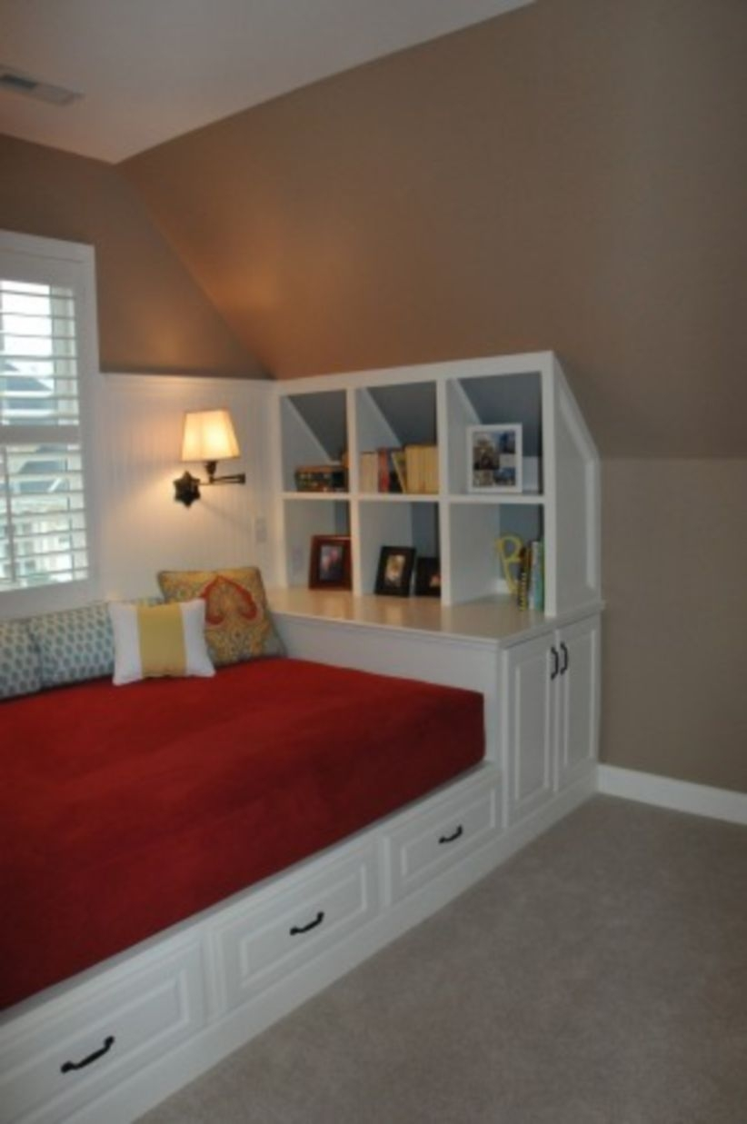 Built-in bench for your basement design ideas 27
