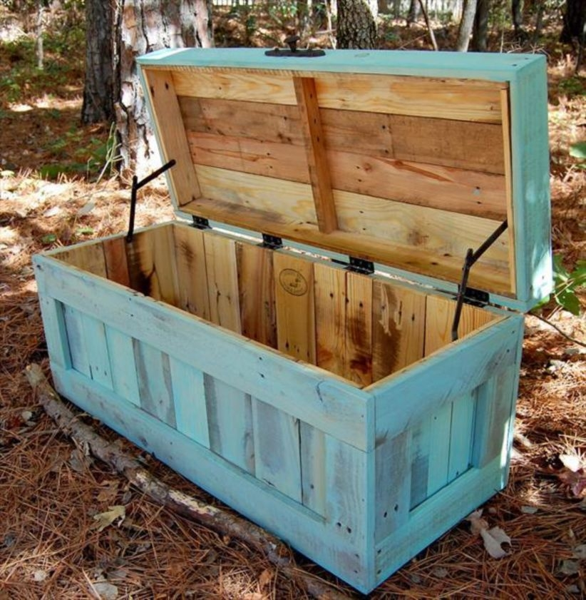 Furniture pallet projects you can diy for your home 17
