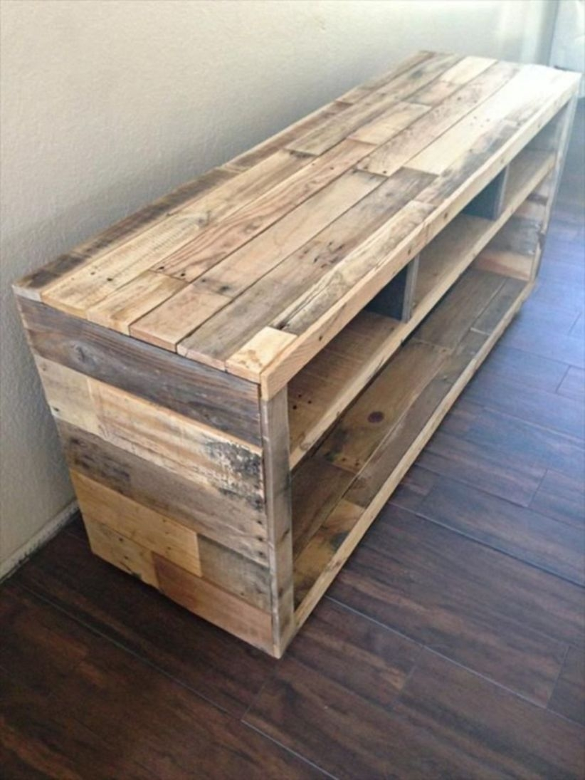 Furniture pallet projects you can diy for your home 22