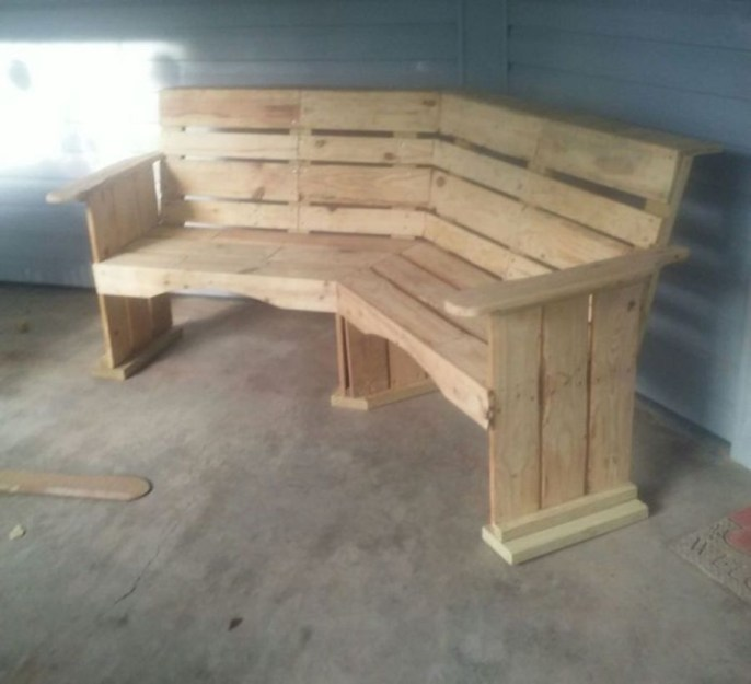 Furniture pallet projects you can diy for your home 31