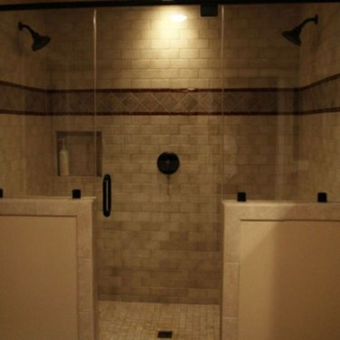Half wall shower for your small bathroom design ideas 08