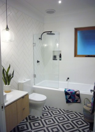Half wall shower for your small bathroom design ideas 15