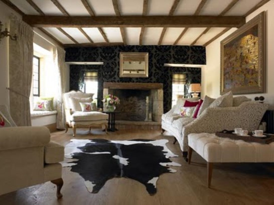 High ceilings accent wall with traditional and classic look 01