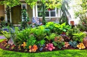 Lush-colorful-front-yard-landscaping-design-ideas
