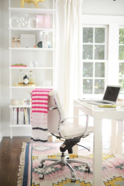 Neat and clean minimalist workspace design ideas for your home 27