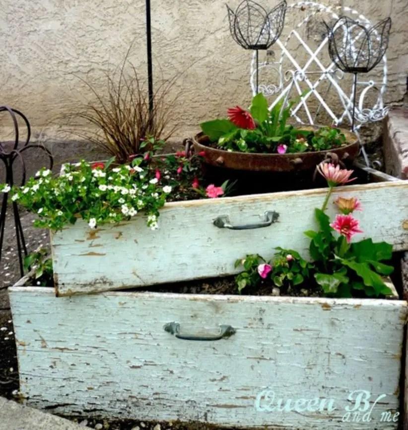 Outdoor garden decor landscaping flower beds ideas 45