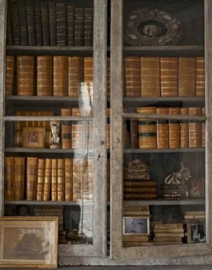 Pieces to create a stylish bookcase instantly 04