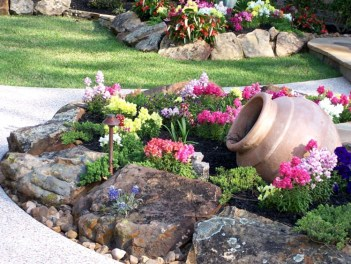 Rustic-front-landscaping-designs