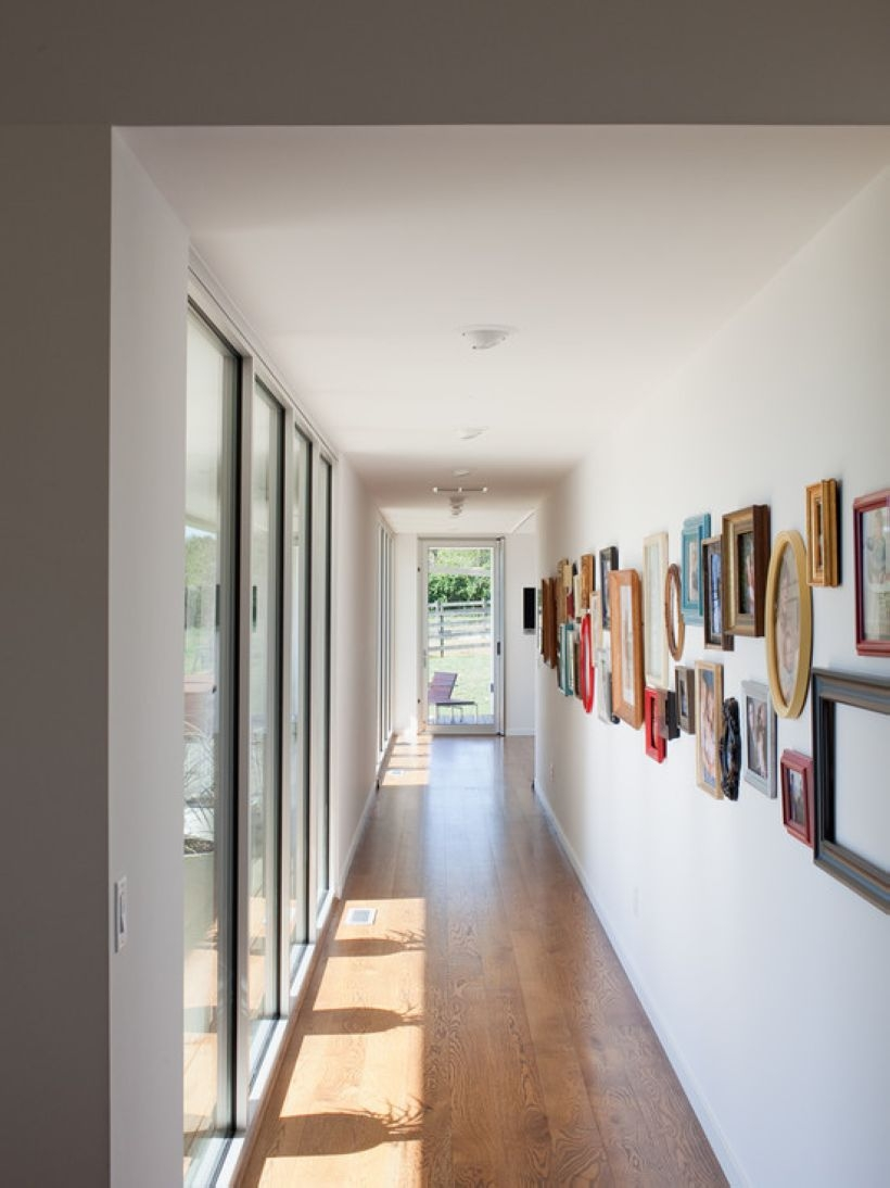 White wall and picture frames in hallway decorating ideas 09