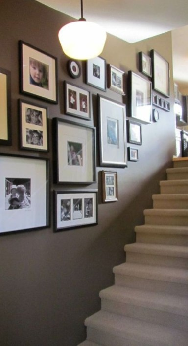 White wall and picture frames in hallway decorating ideas 20