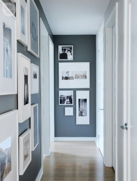 White wall and picture frames in hallway decorating ideas 31