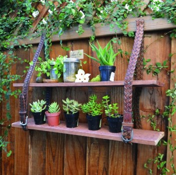 Garden-junk-ideas-creative-projects-shelves-leather-belt-plants-fence