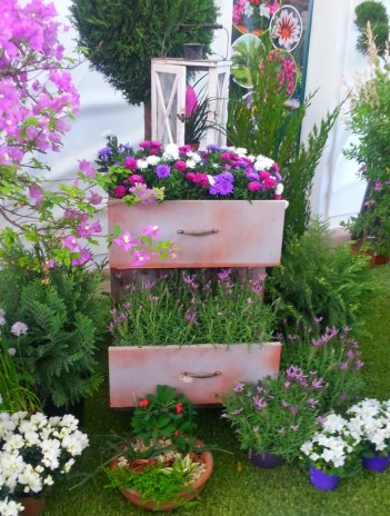 Reuse-old-chest-of-drawers-into-creative-garden-flower-planter