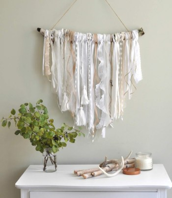 16-diy-wall-hanging-ideas-homebnc-699x1024@2x