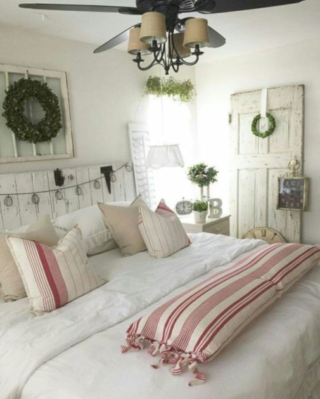 Bedroom with red and white christmas theme