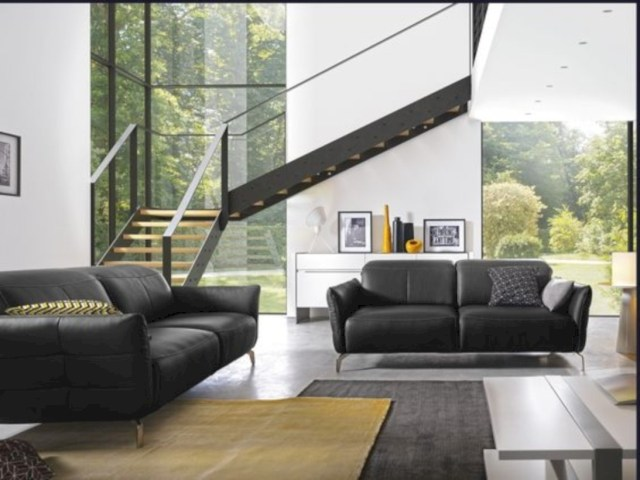 Livea sofa in black leather in living room
