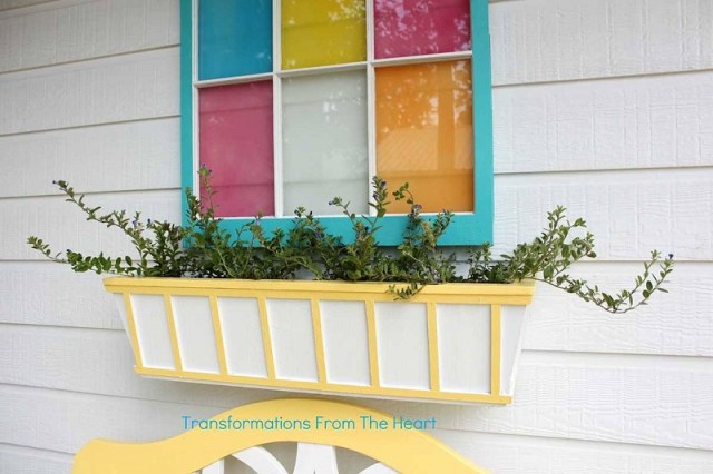 Pretty yellow and white striped window box