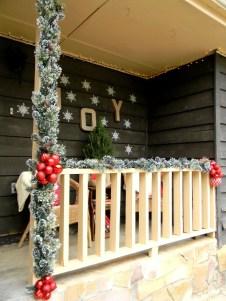Adorable christmas porch décoration ideas 04