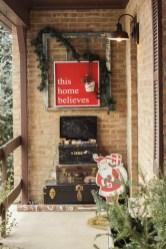 Adorable christmas porch décoration ideas 27