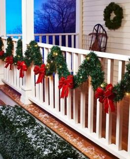 Adorable christmas porch décoration ideas 33