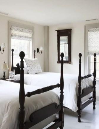 Classic and vintage farmhouse bedroom ideas 15