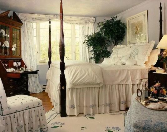 Classic and vintage farmhouse bedroom ideas 17