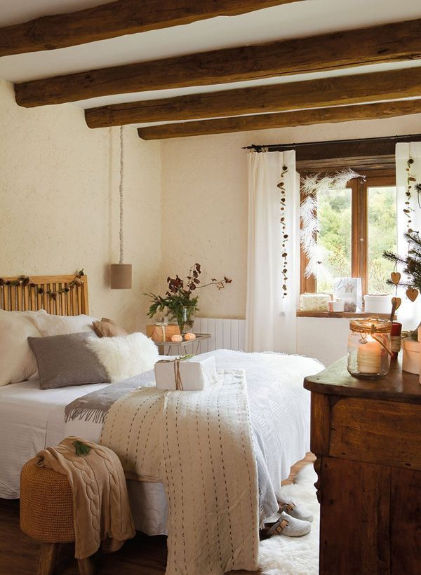 Classic and vintage farmhouse bedroom ideas 34