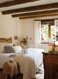 Classic and vintage farmhouse bedroom ideas 34