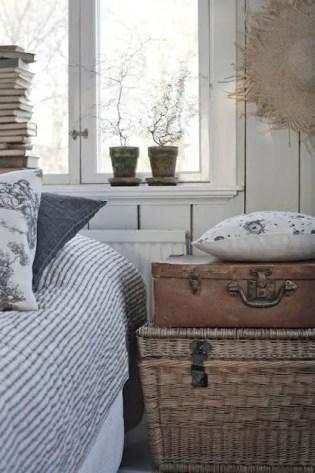 Classic and vintage farmhouse bedroom ideas 39