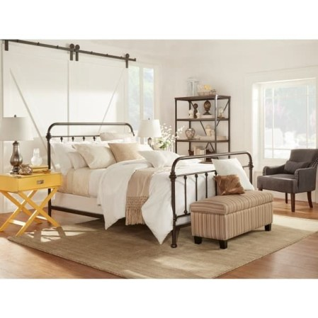 Classic and vintage farmhouse bedroom ideas 40