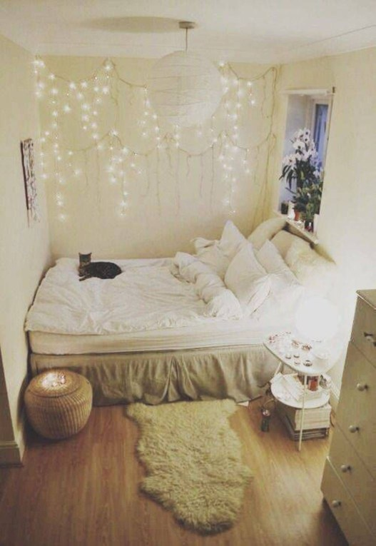 Awesome string light ideas for bedroom 15