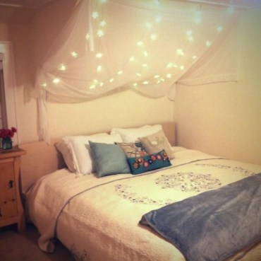 Awesome string light ideas for bedroom 26