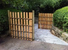 Bamboo fence ideas for small houses 22