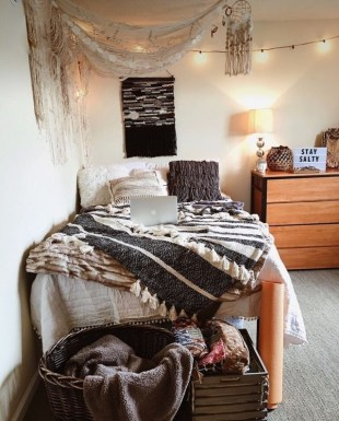 Creative dorm decoration ideas for your bedroom 07