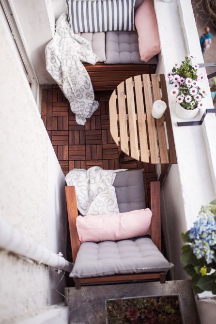 Creative small balcony design ideas for spring 28
