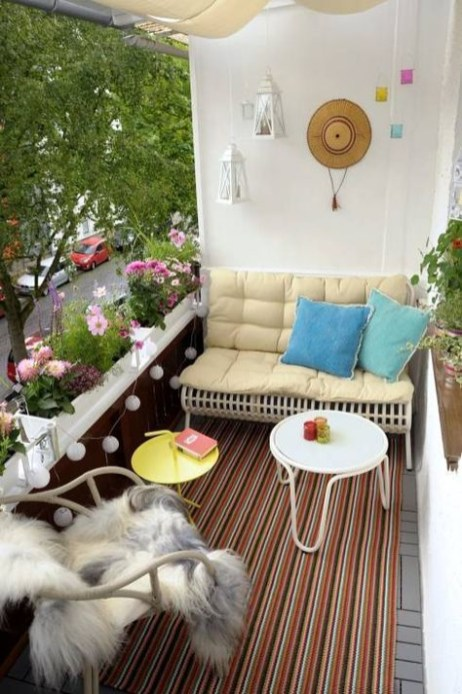 Creative small balcony design ideas for spring 38