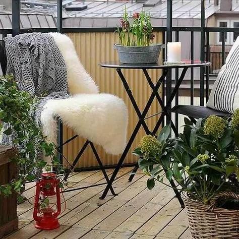 Creative small balcony design ideas for spring 52