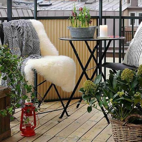 Creative small balcony design ideas for spring 52