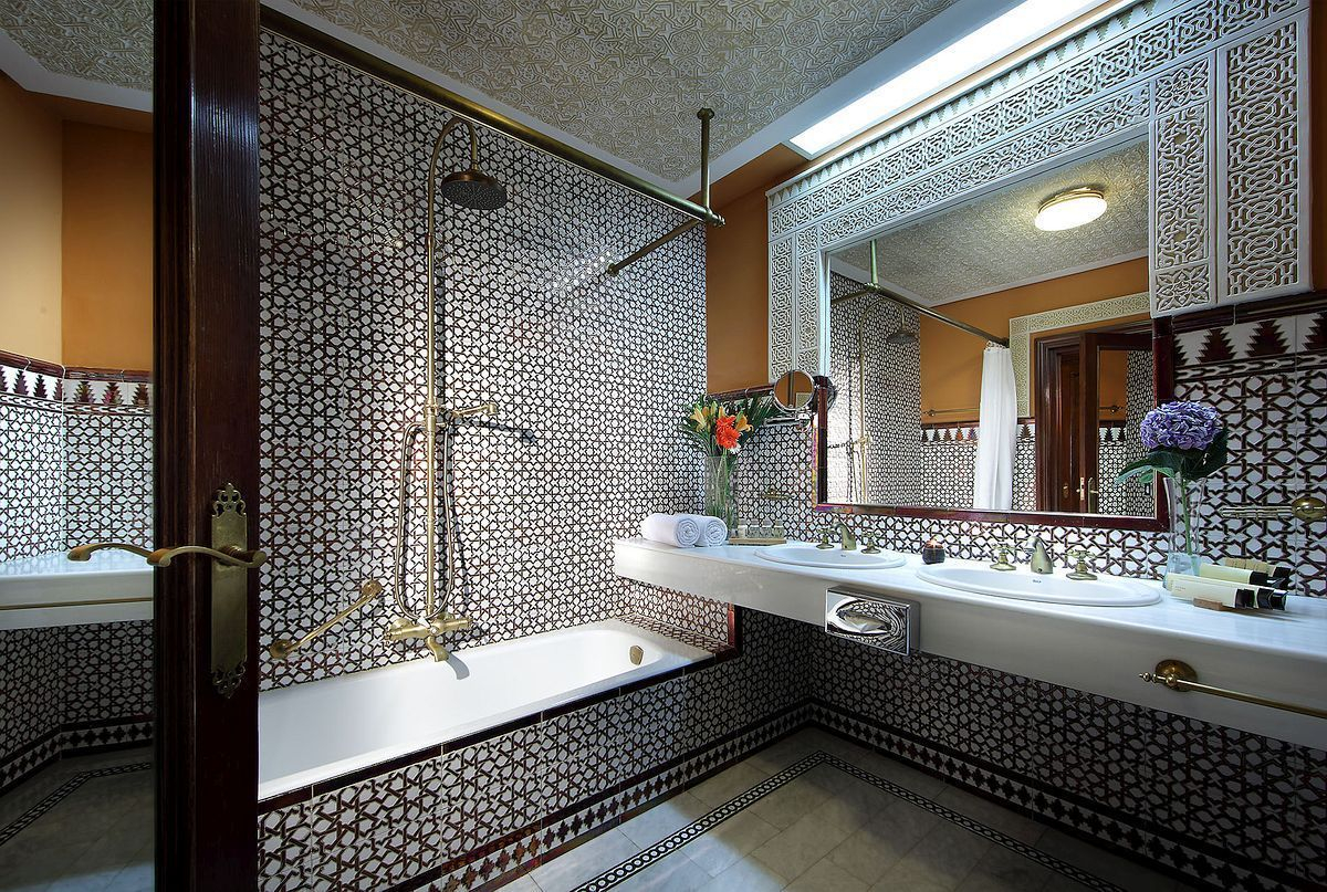 Luxury traditional bathroom design ideas for your classy room 36