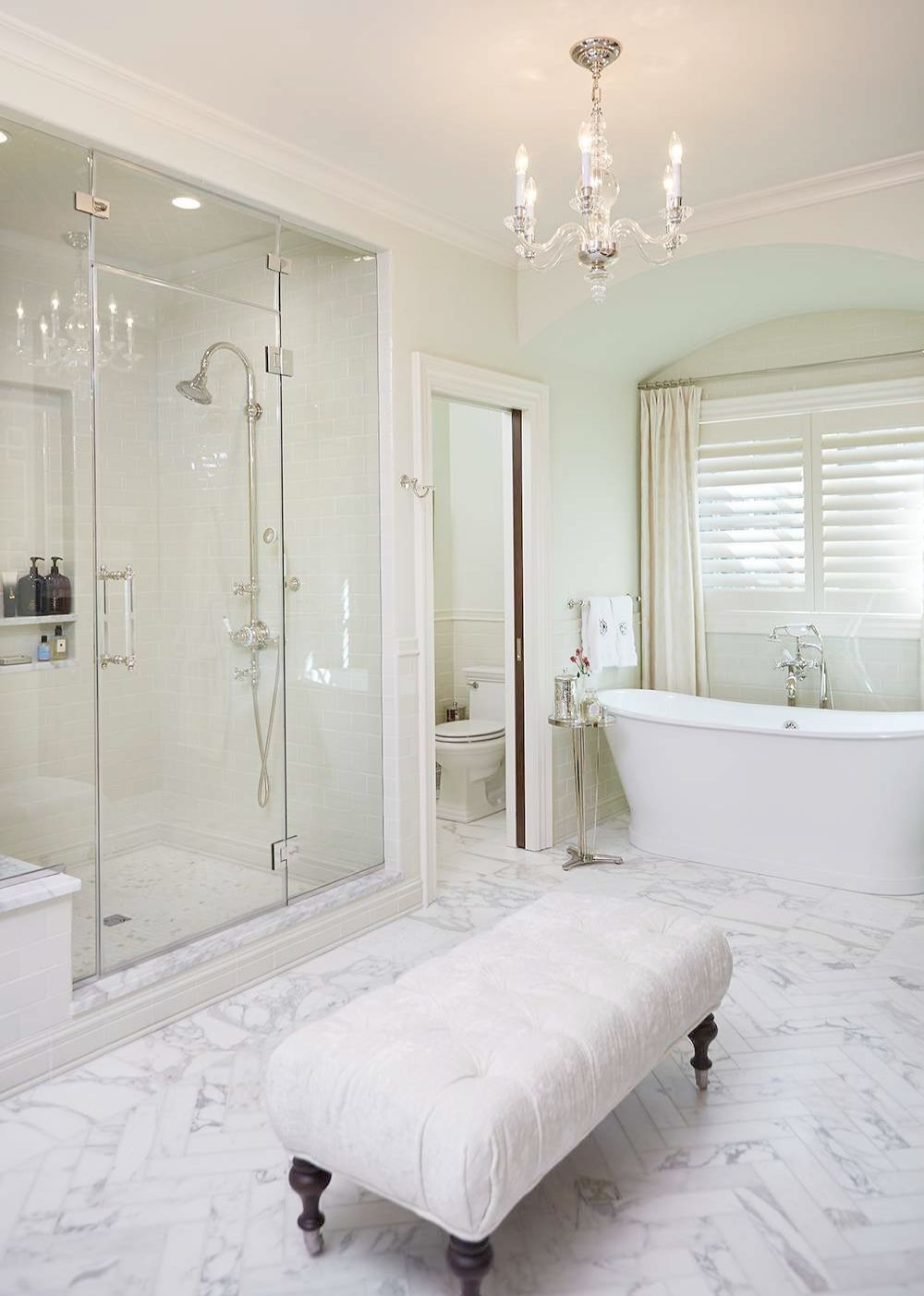 Luxury traditional bathroom design ideas for your classy room 51