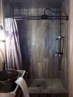 Rustic farmhouse bathroom ideas with shower 12