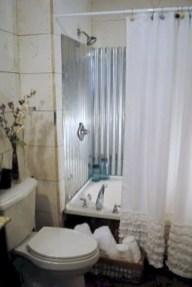 Rustic farmhouse bathroom ideas with shower 30