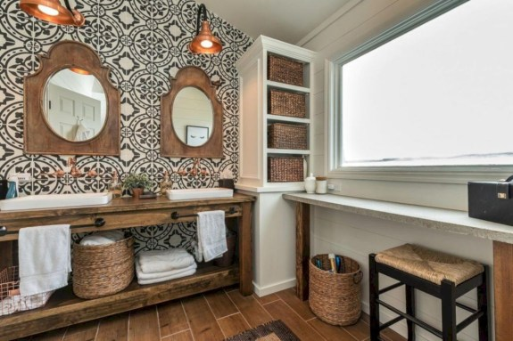 Rustic farmhouse bathroom ideas with shower 52