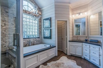 Rustic farmhouse bathroom ideas with shower 59