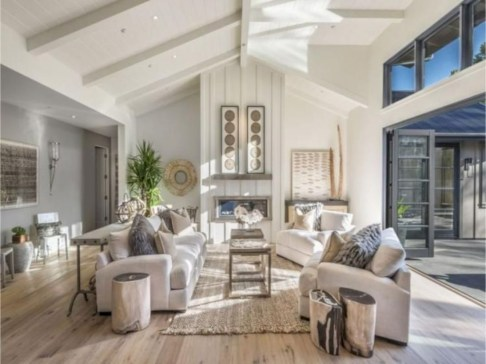 Rustic modern farmhouse living room decor ideas 117