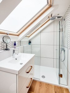 Unique attic bathroom design ideas for your private haven 08