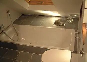 Unique attic bathroom design ideas for your private haven 29