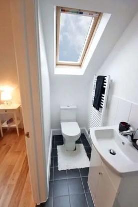 Unique attic bathroom design ideas for your private haven 48