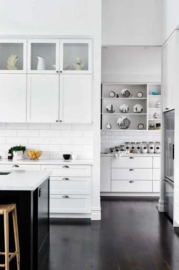 100418-black-and-white-kitchens-9