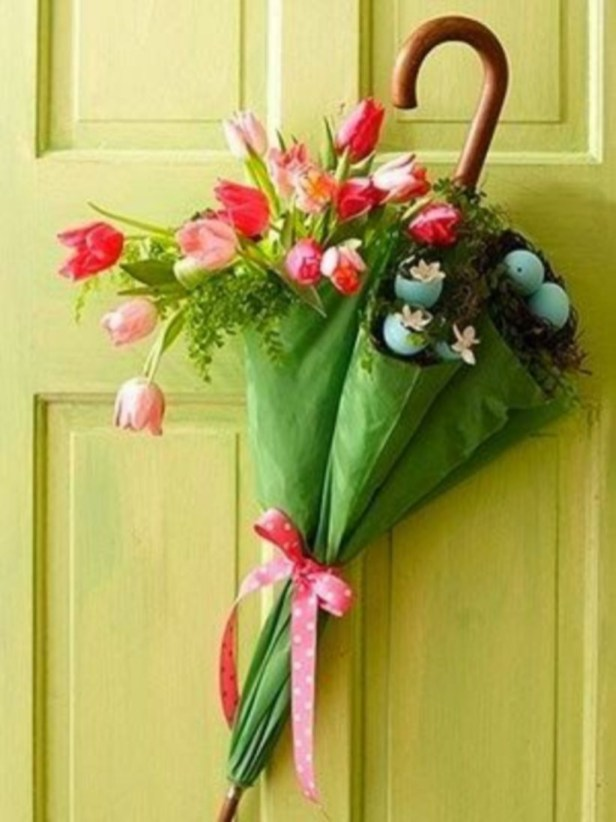 Beautiful decor ideas to hang on your door that aren't wreaths 20